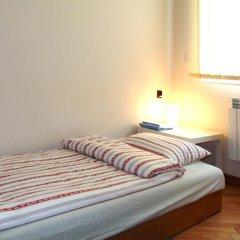 Отель B Movie Guest Rooms 2* Номер с общей ванной комнатой с различными типами кроватей (общая ванная комната) фото 2