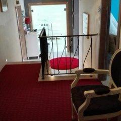 Отель Bed & Breakfast Iles Sont D'ailleurs гостиничный бар