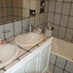 Отель Temple - Le Marais Apartment Франция, Париж - отзывы, цены и фото номеров - забронировать отель Temple - Le Marais Apartment онлайн ванная