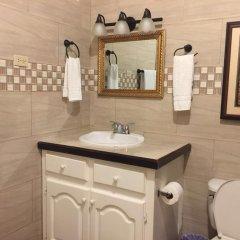 Отель Brytan Villa Ямайка, Треже-Бич - отзывы, цены и фото номеров - забронировать отель Brytan Villa онлайн ванная