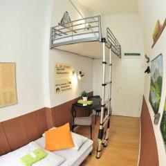 Kiez Hostel Berlin Стандартный номер с 2 отдельными кроватями (общая ванная комната)