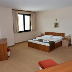 Hotel Bistrica сейф в номере