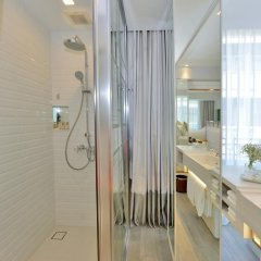 Отель Riva Arun Bangkok 4* Улучшенный номер с различными типами кроватей фото 5