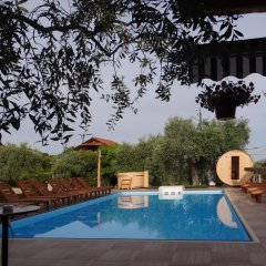 Отель Mythos Bungalows бассейн