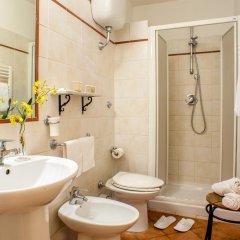 Отель Albergo Del Sole Al Biscione 3* Номер категории Эконом с различными типами кроватей фото 4