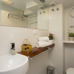 Отель SingularStays Botanico 29 Rooms Испания, Валенсия - отзывы, цены и фото номеров - забронировать отель SingularStays Botanico 29 Rooms онлайн ванная