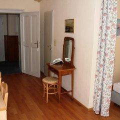 Отель Graf Stadion 3* Стандартный номер с различными типами кроватей фото 6