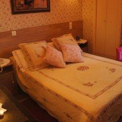 Отель Hôtel Les Chansonniers Стандартный номер с двуспальной кроватью фото 2