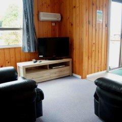 Отель Whanganui River Top 10 Holiday Park 3* Шале с различными типами кроватей фото 2