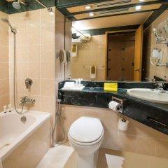 Отель Holiday International Sharjah Улучшенный номер с различными типами кроватей фото 5