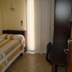 Отель Hostal Sant Sadurní Стандартный номер с различными типами кроватей фото 2
