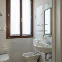 Отель San Giacomo Италия, Венеция - отзывы, цены и фото номеров - забронировать отель San Giacomo онлайн ванная фото 2