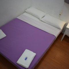 Отель Hostal MiMi Las Ramblas Номер категории Эконом с двуспальной кроватью (общая ванная комната) фото 5