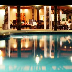 Отель Matangi Private Island Resort бассейн