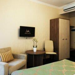 Гостиница Seven Hills на Брестской комната для гостей