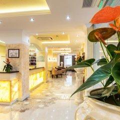 Hotel Renaissance интерьер отеля