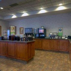 Отель Country Inn & Suites by Radisson, Calgary-Airport, AB Канада, Калгари - отзывы, цены и фото номеров - забронировать отель Country Inn & Suites by Radisson, Calgary-Airport, AB онлайн питание фото 3