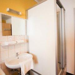 Отель Pension/Guesthouse am Hauptbahnhof Стандартный номер с двуспальной кроватью (общая ванная комната) фото 22