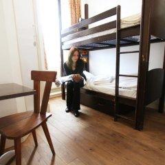 Отель Palmers Lodge Swiss Cottage Кровать в общем номере фото 12