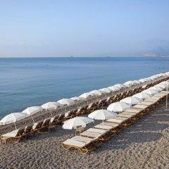 Crowne Plaza Hotel Antalya Турция, Анталья - 10 отзывов об отеле, цены и фото номеров - забронировать отель Crowne Plaza Hotel Antalya онлайн пляж