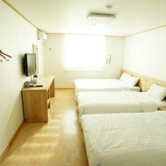 Отель Blessing in Seoul 2* Стандартный семейный номер с различными типами кроватей фото 3