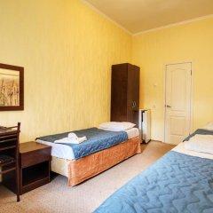 Гостиница Континент 2* Стандартный номер с 2 отдельными кроватями фото 5
