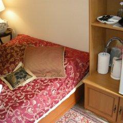 Отель Guest room in Old Town Литва, Вильнюс - отзывы, цены и фото номеров - забронировать отель Guest room in Old Town онлайн удобства в номере фото 2