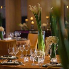 Renaissance Shanghai Yu Garden Hotel фото 2