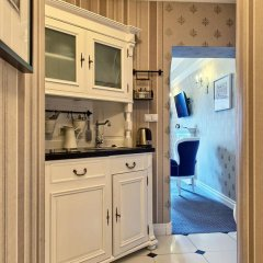 Отель SleepWalker Boutique Suites 3* Номер Делюкс с двуспальной кроватью фото 25