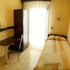 Отель Hostal Sant Sadurní Стандартный номер с различными типами кроватей фото 4