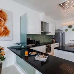 Отель Luxury Seaview Penthouse Kamala Beach в номере