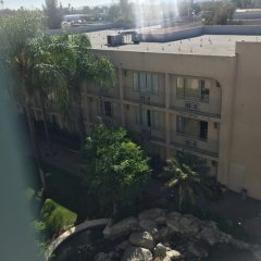 Отель Holiday Inn Express VAN NUYS США, Лос-Анджелес - отзывы, цены и фото номеров - забронировать отель Holiday Inn Express VAN NUYS онлайн балкон