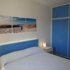 Отель Apartamentos Blue Beach Menorca 2 Испания, Кала-эн-Бланес - отзывы, цены и фото номеров - забронировать отель Apartamentos Blue Beach Menorca 2 онлайн комната для гостей фото 3