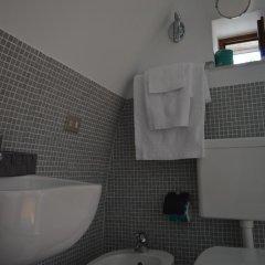 Отель Casa DeCarlo B&B Альберобелло ванная