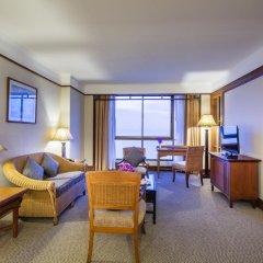 Отель Cholchan Pattaya Beach Resort 4* Улучшенный номер с различными типами кроватей фото 4