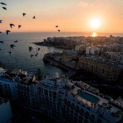 Отель Le Méridien St Julians Hotel and Spa Мальта, Баллута-бей - отзывы, цены и фото номеров - забронировать отель Le Méridien St Julians Hotel and Spa онлайн пляж фото 2