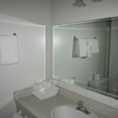 Отель Chalet Continental Motel ванная