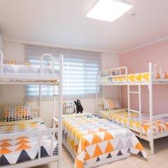Отель Stay Now Guest House Hongdae Стандартный семейный номер с двуспальной кроватью фото 14