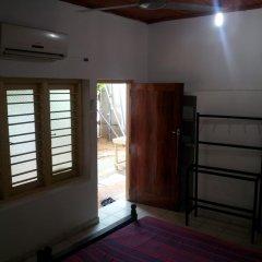Отель Surfing Beach Guest House Шри-Ланка, Хиккадува - отзывы, цены и фото номеров - забронировать отель Surfing Beach Guest House онлайн интерьер отеля