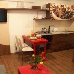 Апартаменты Romantic Garden Art Studio near Andrassy Avenue в номере