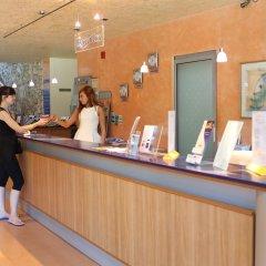 Отель Koral Болгария, Св. Константин и Елена - 1 отзыв об отеле, цены и фото номеров - забронировать отель Koral онлайн интерьер отеля