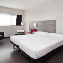 Отель ILUNION Barcelona 4* Стандартный номер с различными типами кроватей фото 18