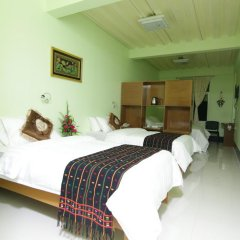 Deluxe Hotel комната для гостей