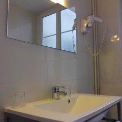 Отель Du Dauphine Франция, Лион - отзывы, цены и фото номеров - забронировать отель Du Dauphine онлайн ванная