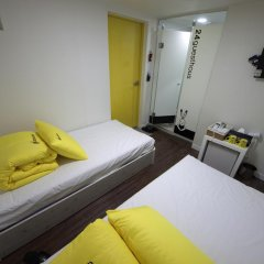 Отель 24 Guesthouse Seoul City Hall 2* Улучшенный номер с 2 отдельными кроватями фото 3