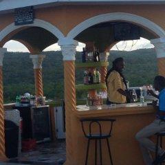 Отель Cas Bed & Breakfast Ямайка, Фалмут - отзывы, цены и фото номеров - забронировать отель Cas Bed & Breakfast онлайн гостиничный бар