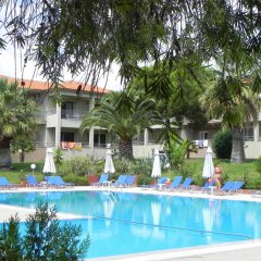 Отель Kalives Resort бассейн