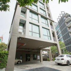 Отель Like Sukhumvit 16 Бангкок парковка