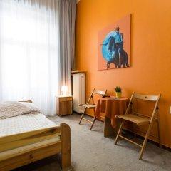 Moon Hostel Стандартный номер с двуспальной кроватью (общая ванная комната)