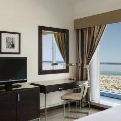 Отель Four Points by Sheraton Sheikh Zayed Road, Dubai Стандартный номер с различными типами кроватей фото 3